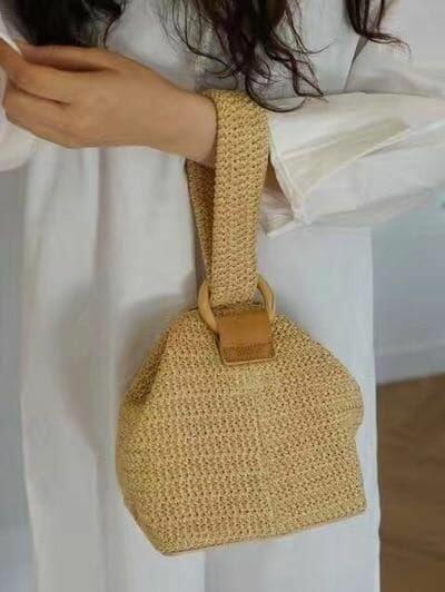 27 Summer Straw Handbags + Outfit Ideas | Crochet shoulder bags .