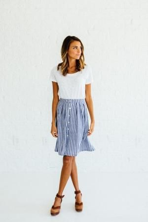DETAILS: Perfect summer to fall transition skirt 100% Cotton/woven .