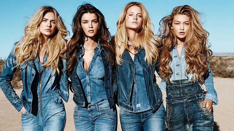 How to Wear a Denim Shirt for Women - The Trend Spott