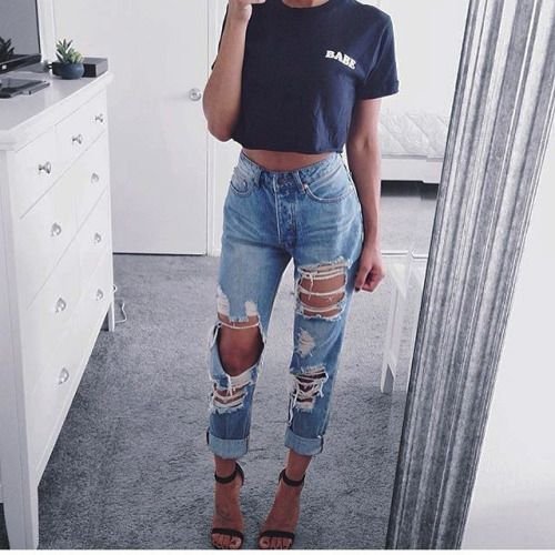 ripped high waisted jeans outfit, ripped jeans outfit, mirror .