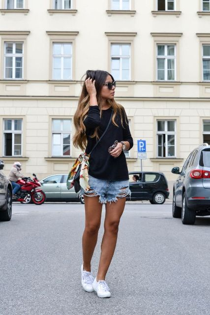 18 Outfits With Distressed Denim Shorts For Ladies - Styleohol