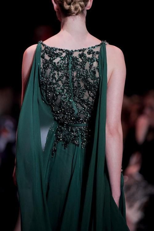How to Wear Emerald Green Dress: The Ultimate Style Guide - FMag.c