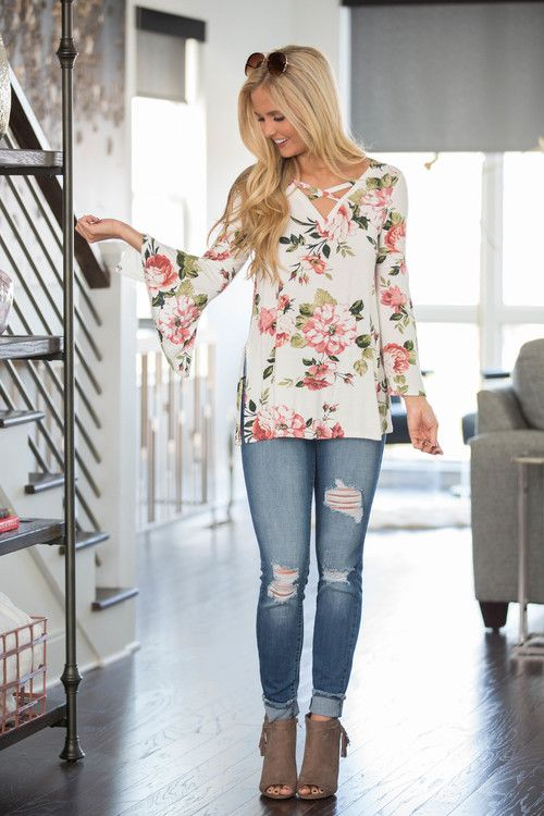 20 Feminine Floral Blouse Outfits For Spring - Styleohol