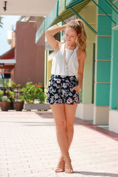 15 Refreshing Floral Shorts Outfit Ideas for Ladies - FMag.c