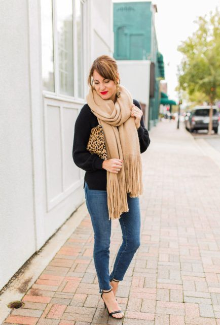 21 Fringe Scarf Outfit Ideas For Women | How to wear scarves .