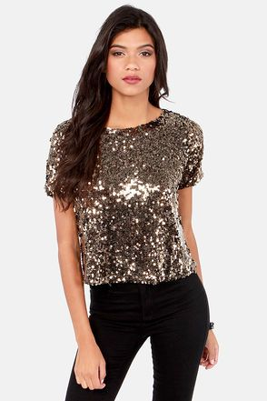 Gold sequin shirt | Sequins top outfit, Glitter tops outfit, Gold .