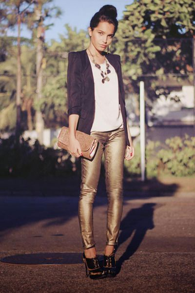 Blazer, plain Tee, Statement necklace-most simple and chic essence .