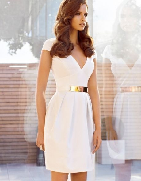 Classic white dress with gold belt ... | Jurkjes, Jurken, Mooie jurk