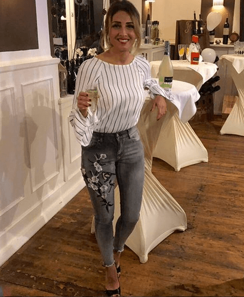 Women Outfits with Grey Jeans - 27 Ways to Style Grey Jea