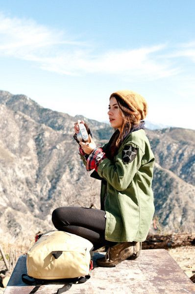 Hiking Outfit Ideas for Women in Autumn | Military jacket green .