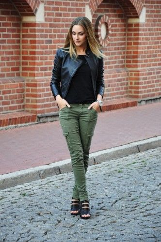 Olive pants outfit, Cargo pants women, Green cargo pan