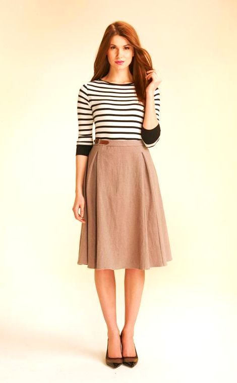 16 Khaki Skirt Outfit Ideas That Flatters From Every Angle | Khaki .
