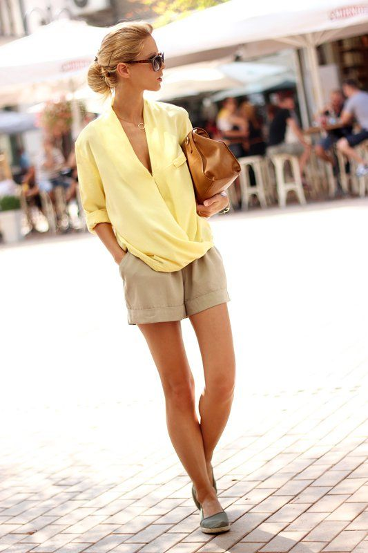 17 Fabulous Outfit Looks for Summer | Beige shorts outfit, Fashion .