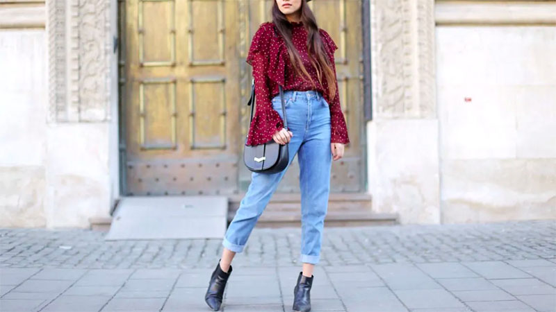 How to Wear Mom Jeans with Style - The Trend Spott