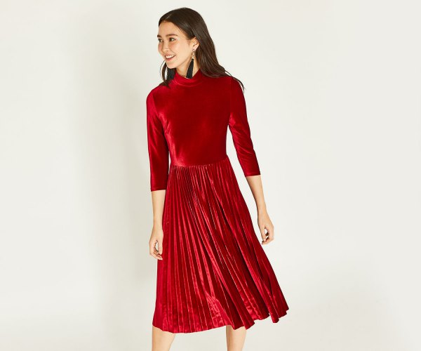 15 Minimal & Beautiful Red Velvet Dress Outfit Ideas - FMag.c