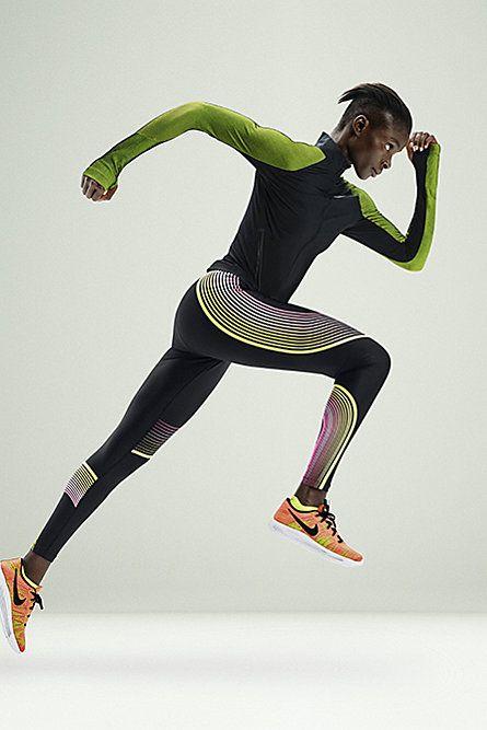 NIKE WOMEN'S TWILL RUNNING JACKET $225 Style: 822552-010 Black .