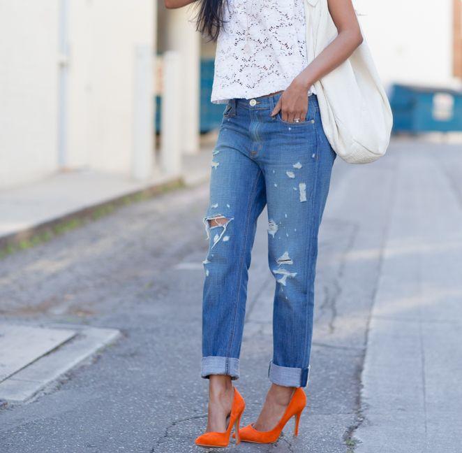 Walk in Wonderland blogger rocking orange ShoeMint pumps | Street .