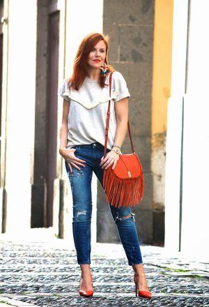 My outfit combines orange heels of the brand Zara, Zara's jeans .