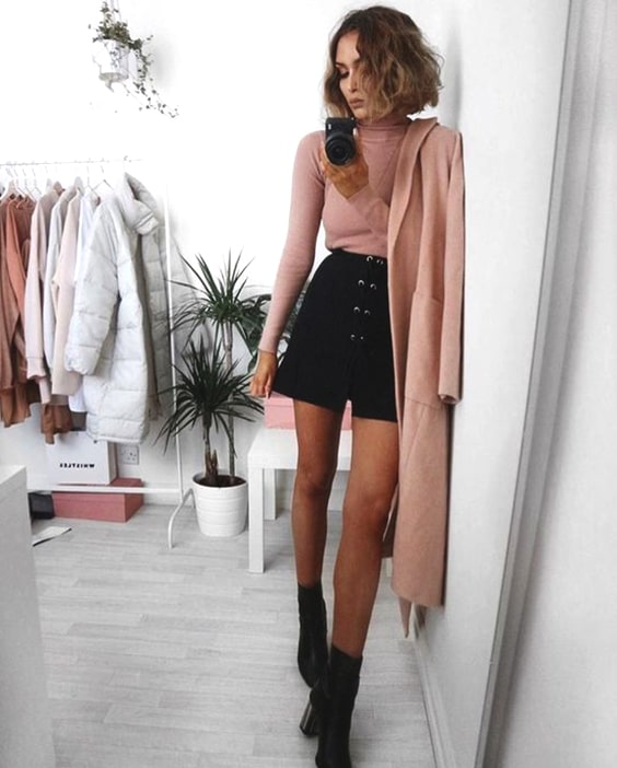 pink-long-slevee-top-black-mini-skirt-and-booties-outfit-idea .