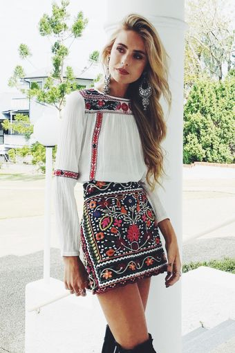 MEXICAN DOLL EMBROIDERED MINI SKIRT | Mini skirts, Embroidered .