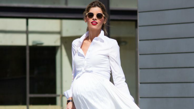 15 Trendy Outfit Ideas to Wear White Dresses During Pregnan