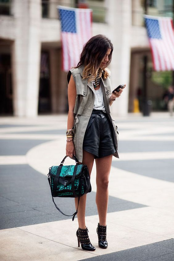 fall-shorts-street-style-leather-paris-fashion-week-layering .