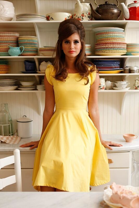 In a Cinch Dress Yellow Makeup Sets http://amzn.to/2lyQz