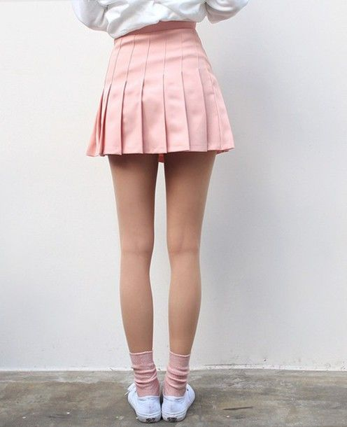 Pin by Amelia Lindroth on stil. | Pleated skirt outfit short .