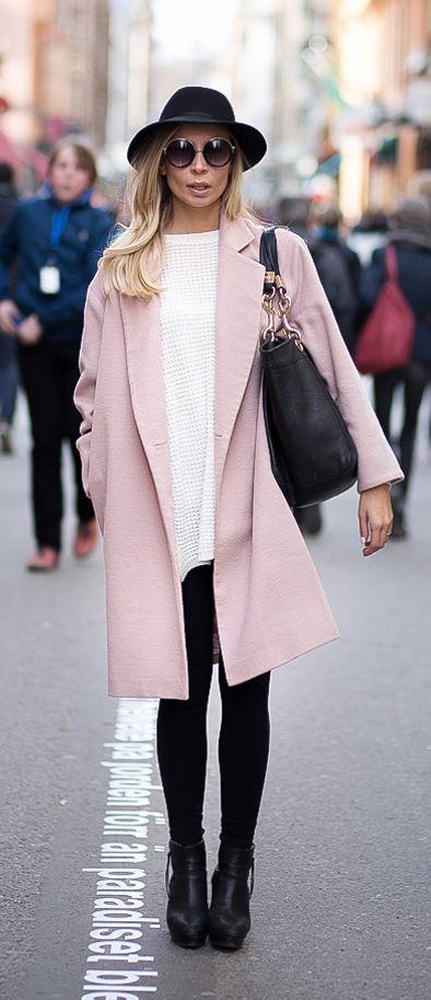 pink coat finnish blogger www.elle.fi/blogit/blond-rivets street .