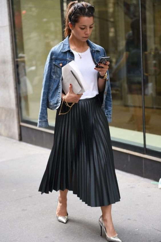 How to Style Black Pleated Skirt: 15 Low-Key Beautiful Outfit .