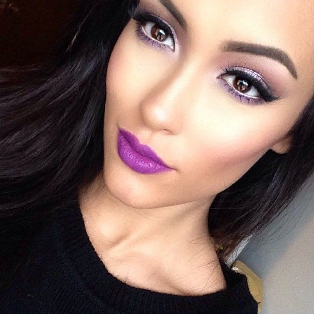 Another trend, violet lip, with beautiful light smokey eyes .