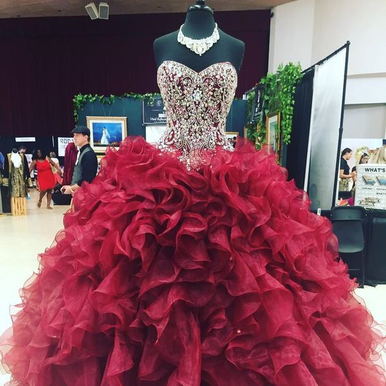 How to Wear Quinceanera Dress: The Style Guide - FMag.c