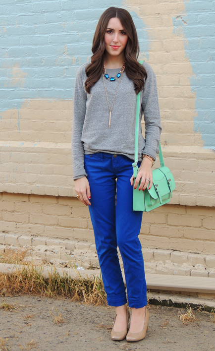 grey sweater + blue pants | Blue pants outfit, Royal blue pants .
