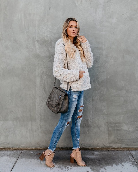 15 Cozy Outfits With Sherpa Jackets And Sweaters - Styleohol