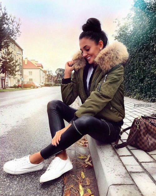 Puffer short jackets styling ideas | Fashion, Winter outfits .