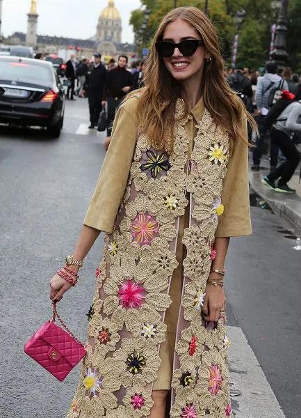 How to Style Small Handbag: 15 Amazing Outfit Ideas - FMag.com .