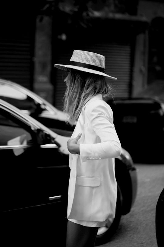 Straw hat. | Tomboy chic outfits, Outfits with hats, Fashi