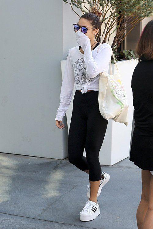 21 Ways To Wear Platform Sneakers 2020 | FashionGum.c