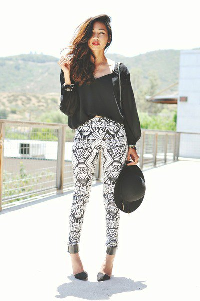 How to Wear Tribal Printed Pants for Women: Outfit Ideas - FMag.c