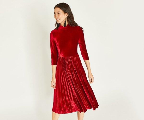 15 Minimal & Beautiful Red Velvet Dress Outfit Ideas - FMag.c