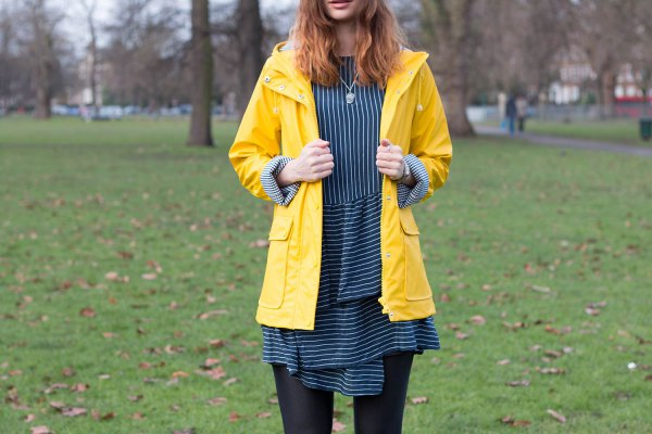 14 Best Tips on What to Wear with a Yellow Raincoat - FMag.c