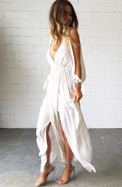 Maxi dress, flowy and boho vibes | Boho dress, Wedding dress flowy .