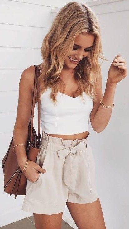 High waisted shorts + crop top.   Roupas de verão da moda, Roupas .