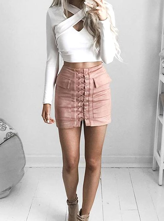 white-shirt-pink-mini-skirt-new-years-eve-outfit-ideas-min | Ecemel