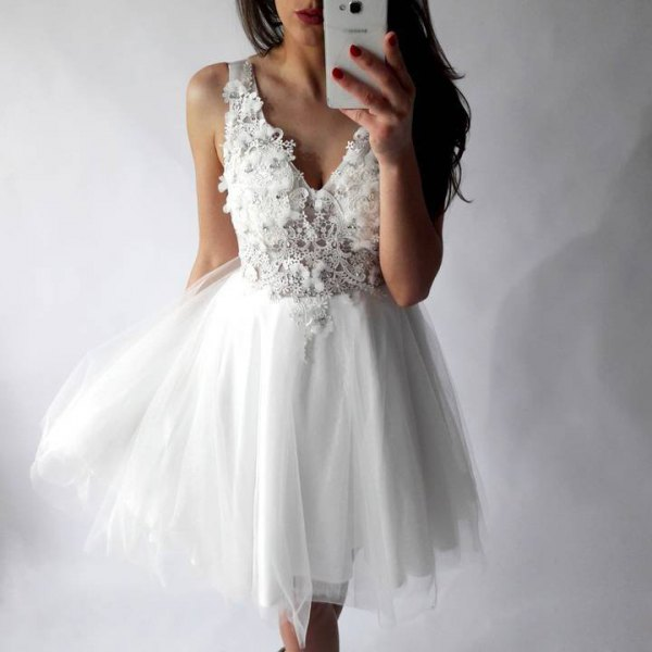 Lovely White Tulle Dress Outfits for Wedding Photoshoot - FMag.c