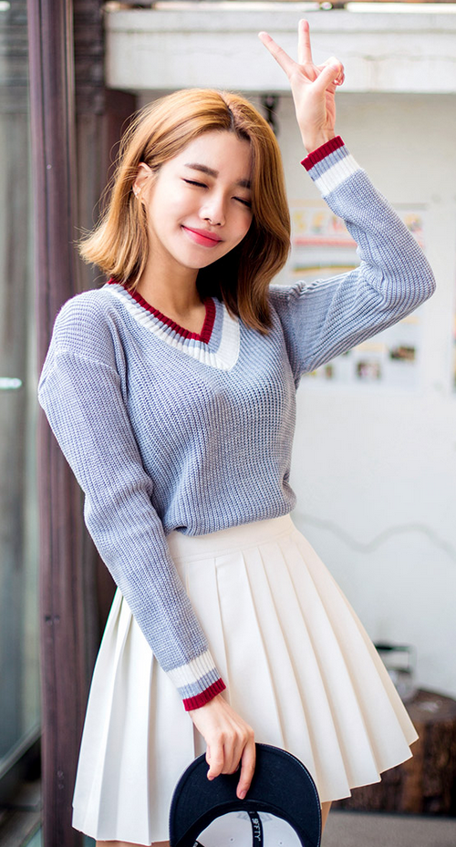 Chuu] Color-Blocked V-Neck Sweater | Korean fashion, Korean .