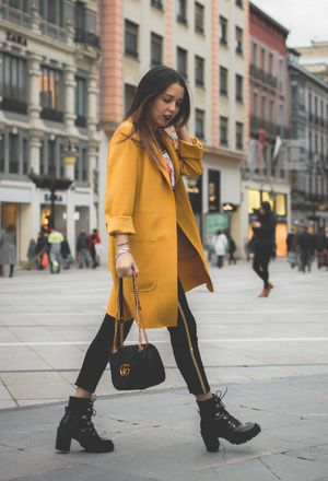 Outfit with sporty outfits with yellow coats | Chicisi