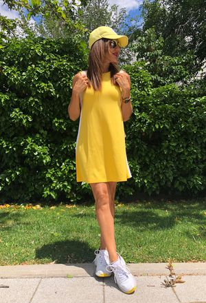 sporty outfits with h&m yellow hat | Chicisi