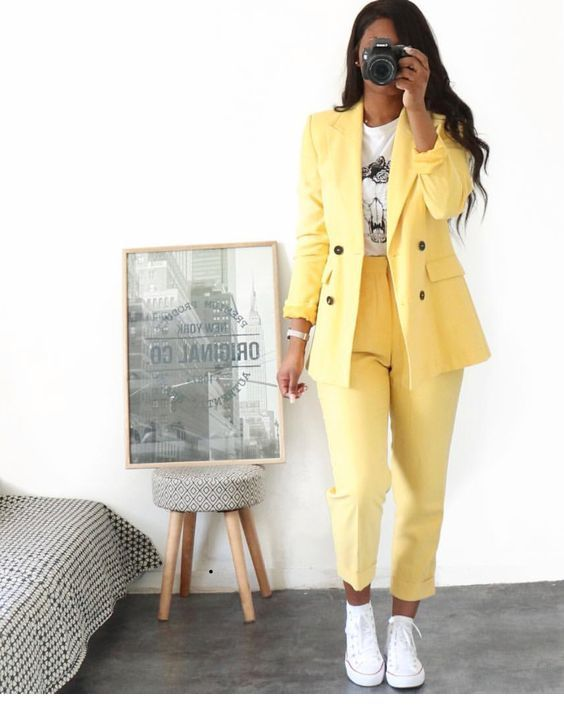 Yellow suit and sneakers | Chic outfits, Classy outfits, Fashion .